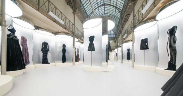 ef0231cb0 Em Paris, exposição exibe criações do estilista Azzedine Alaïa A ...